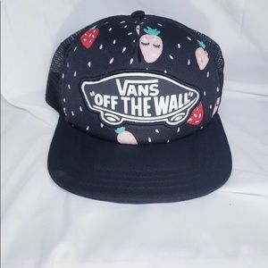 "VANS ""Off The Wall"" Strawberry Mesh Snap Back"